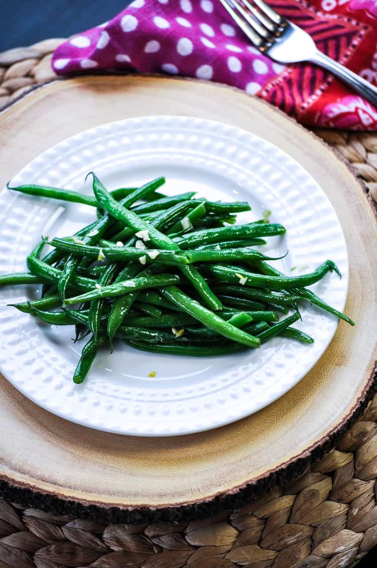 Addictive Garlic Green Beans https://www.veganblueberry.com